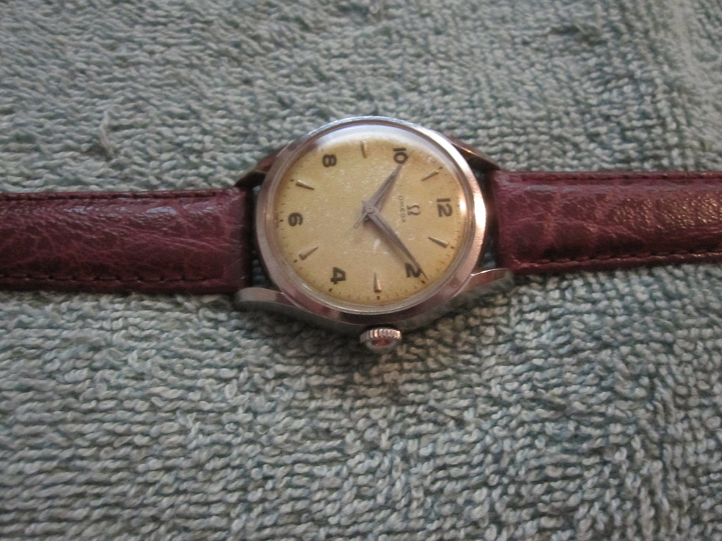 Apart from the dial, I just love those dauphine hands. I understand that  the cal.420 was used on later (early) Seamasters. Would be great to hear  thoughts ...